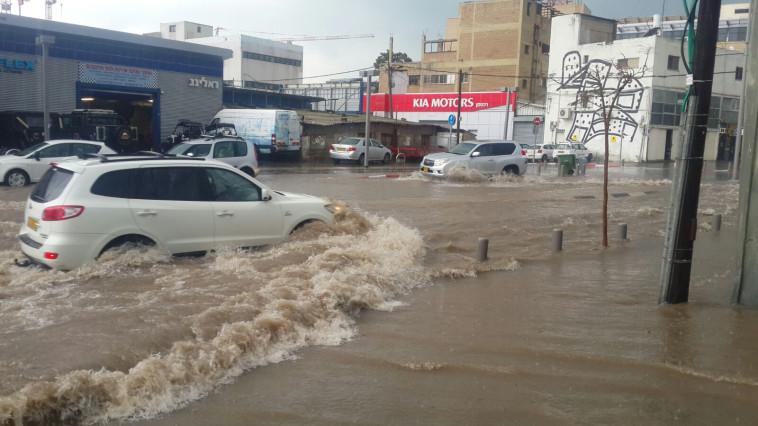 הצפות בתל אביב. צילום: גד אמיתון, טי.פי.אס