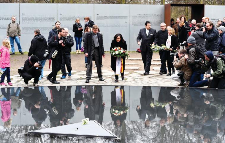 האנדרטה לזכר רצח העם הצועני בברלין. צילום: איי.אף.פי