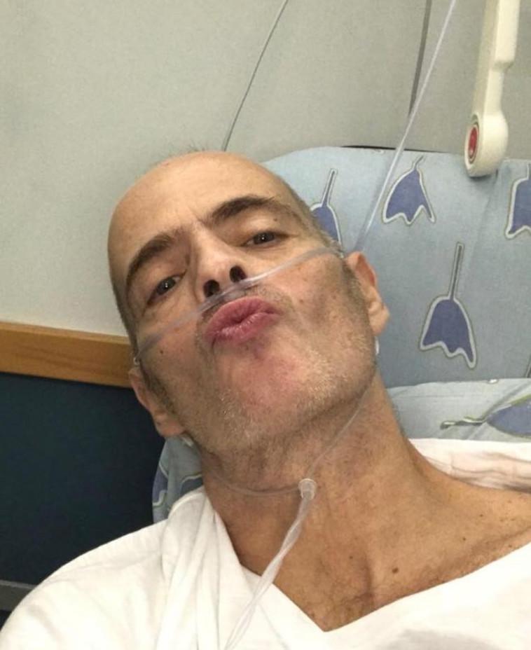 הזמר אדם מאושפז בבית החולים.  פייסבוק
