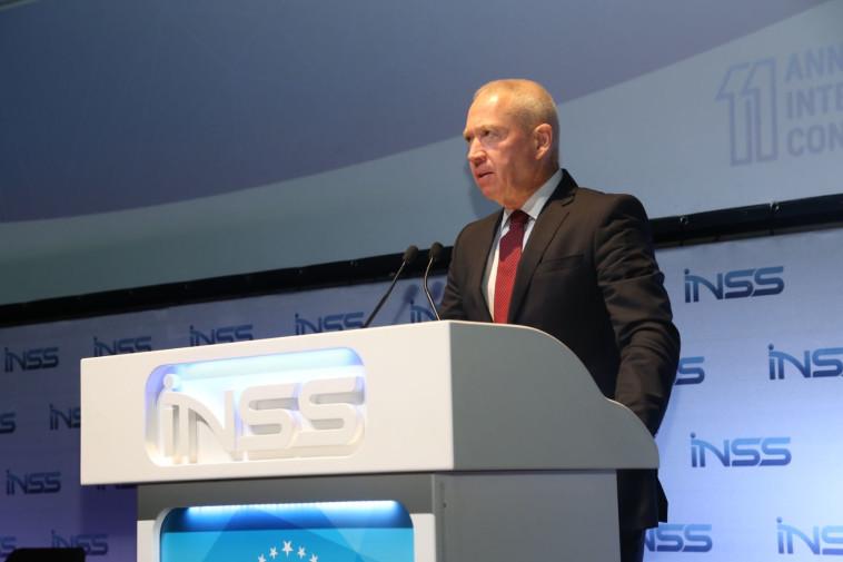 השר יואב גלנט בכנס INSS. צילום: מיכאל דימנשטיין