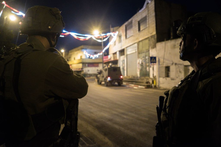 """כוחות צה""""ל באיו""""ש. המצוד אחר המחבל מאריאל נמשך. צילום: דובר צה""""ל"""