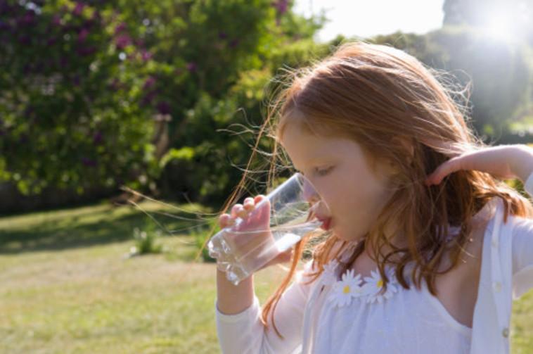 ילדים זה שמחה ומים זה בריאות. צילום: GETTI IMAGES