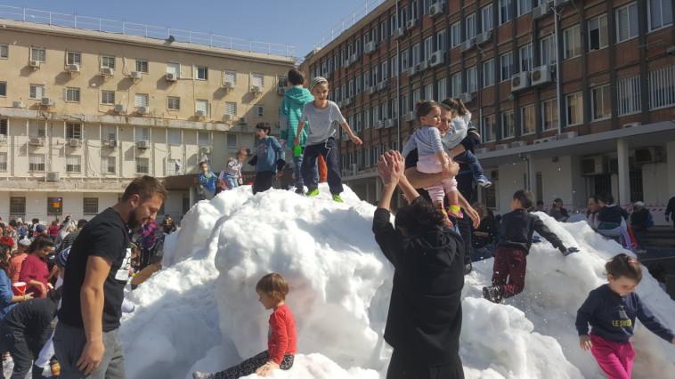 אלפי ילדים הגיעו לחגיגות. צילום: אלון חכמון