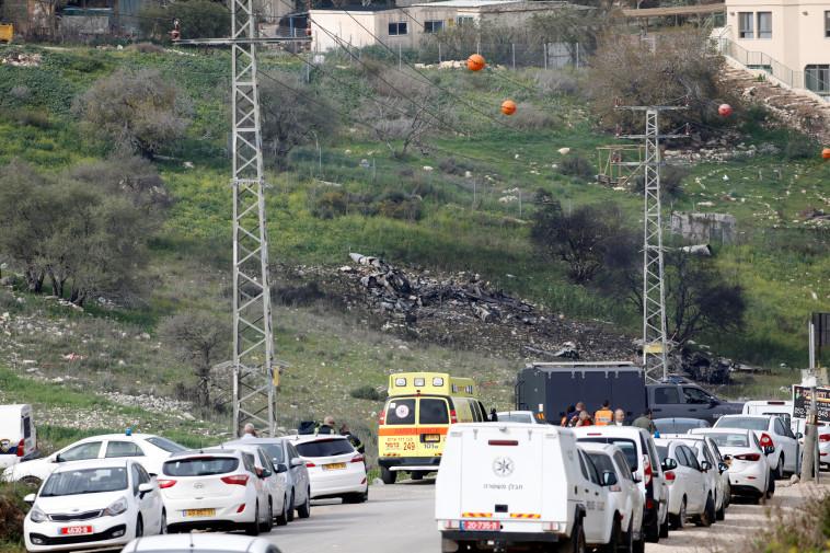 """שרידי מטוס הקרב של צה""""ל בשטח ישראל. צילום: רויטרס"""