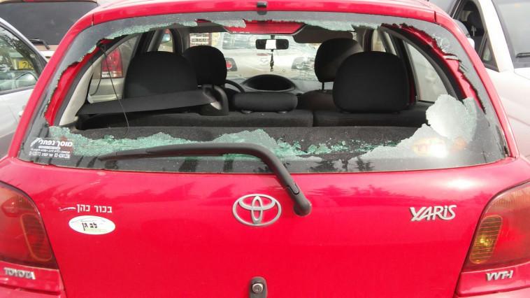 הנזק לרכב שהותקף באבנים בתקוע, צילום: קרני אלדד