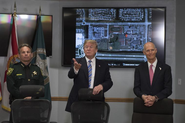 טראמפ מבקר בפארקלנד. צילום: AFP