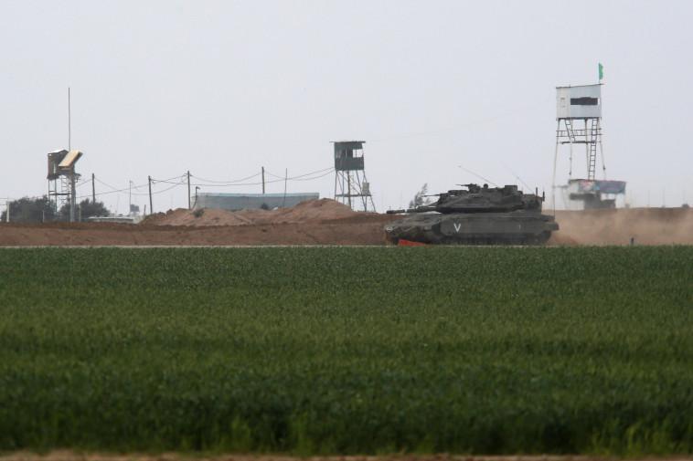 טנק בגבול רצועת עזה. צילום: רויטרס