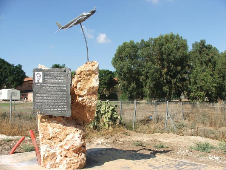לזכר הטייס אברהם דן שטהל 2. גרשון היימן