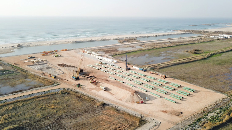 עבודות תשתית מול חוף דור. צילום: מטה המאבק