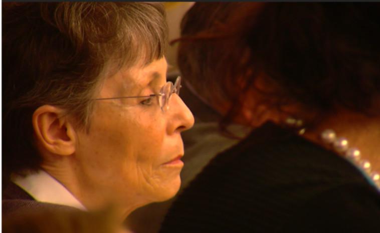 תוכל להמשיך לשכור רוצחים שכירים עד המשפט הבא נגדה. לינדה גילמן בבית המשפט