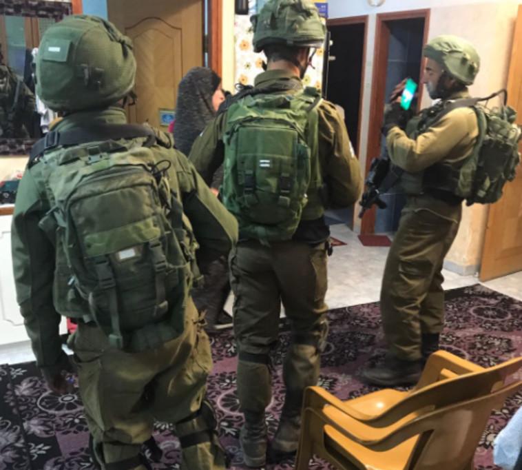"""כוחות צה""""ל פושטים על בית המחבל מהשומרון. צילום: דובר צה""""ל"""