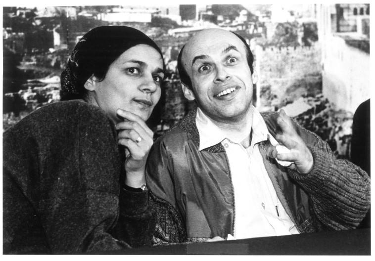 """""""הפרס הזה מגיע גם לה"""". עם אשתו אביטל בקבלת הפנים בארץ ב־1986. צילום:  ראובן קסטרו"""