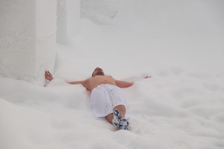 התפלשות בשלג. צילום: ניר קידר