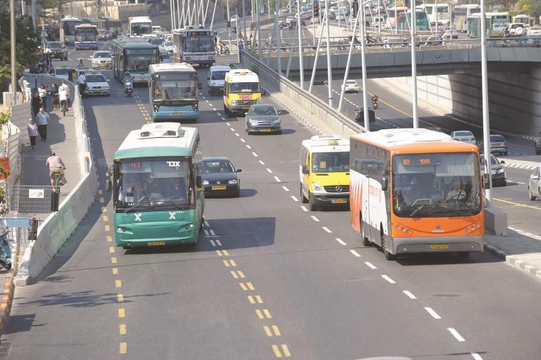 תחבורה ציבורית. צילום: ראובן קסטרו