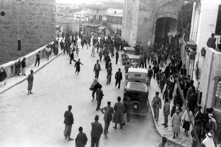 שער יפו בזמן המרד הערבי. צילום: באדיבות אמריקן קולוני