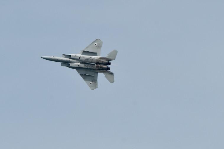 שמפורסם כי חיל האוויר תקף בסוריה, המתפללים מתמוגגים משמחה. צילום: אבשלום ששוני
