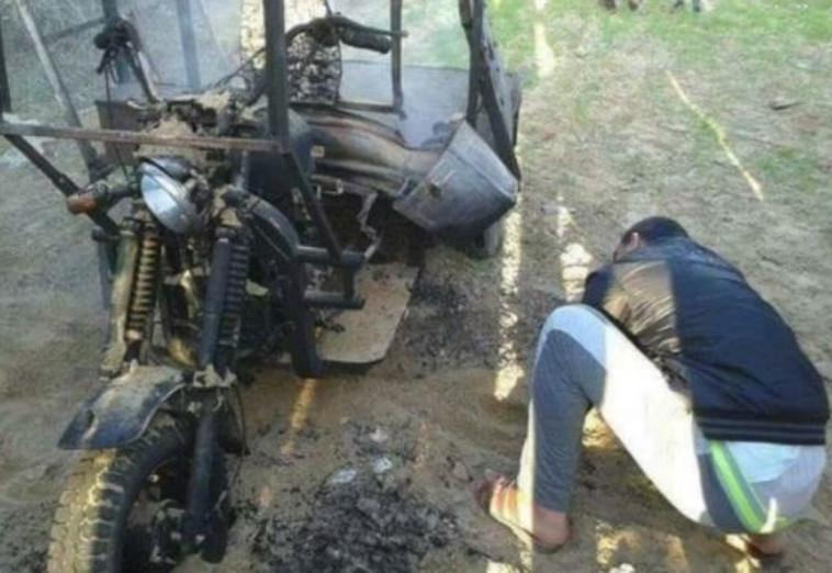 הריקשה שעלתה באש ליד רפיח. צילום: רשתות ערביות
