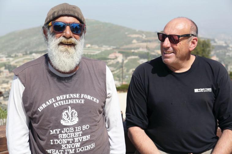 עופר מושקוביץ' ובצלאל לב-טוב. צילום: אריאל בשור