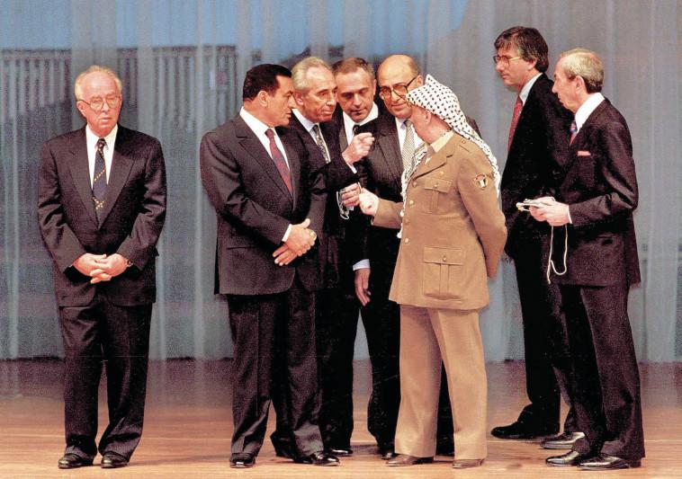 פרס ומובארק זועמים על ערפאת. צילום: ראובן קסטרו