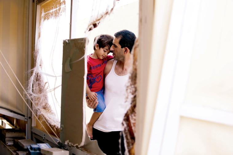 ציון ארביב ובנו באשקלון. צילום: אלוני מור