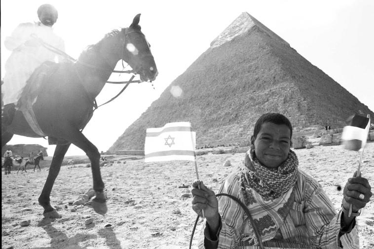 הפירמידה, הילד והרוכב. מצרים. שמואל רחמני, דצמבר 1977