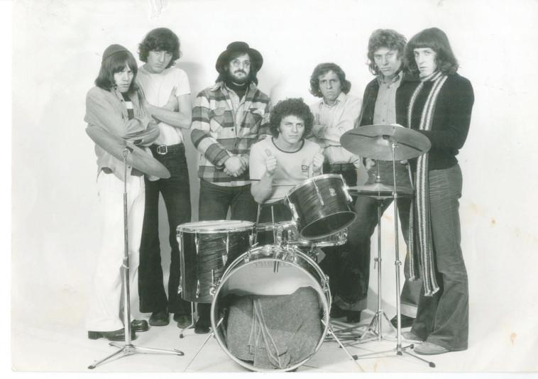 להקת כוורת שנת 1974 (צילום: יח''צ)