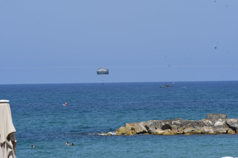 צניחה לים התיכון, צילום: אבשלום ששוני