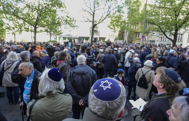 מחאה בברלין נגד אנטישמיות (צילום: AFP)