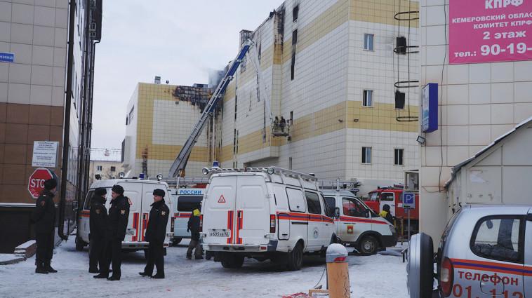 כוחות הכיבוי בשריפה בסיביר. צילום: רויטרס