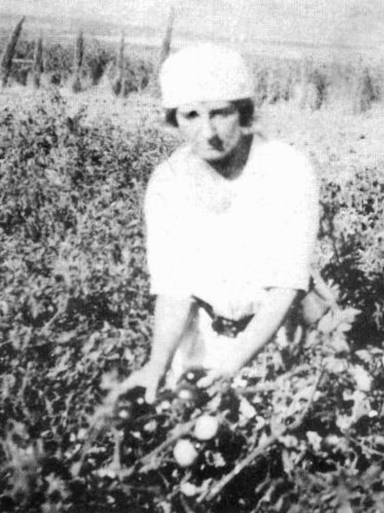 גולדה מאיר בצעירותה בקיבוץ מרחביה, שנת 1920.  צילום: אלבום משפחה