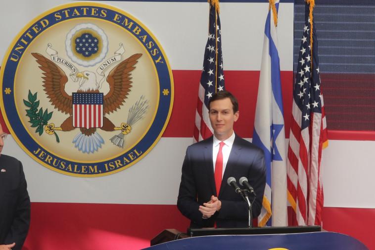 תלוי על חוט רופף של לגיטימיות. ג'ארד קושנר בטקס הקמת השגרירות, צילום: אבשלום ששוני