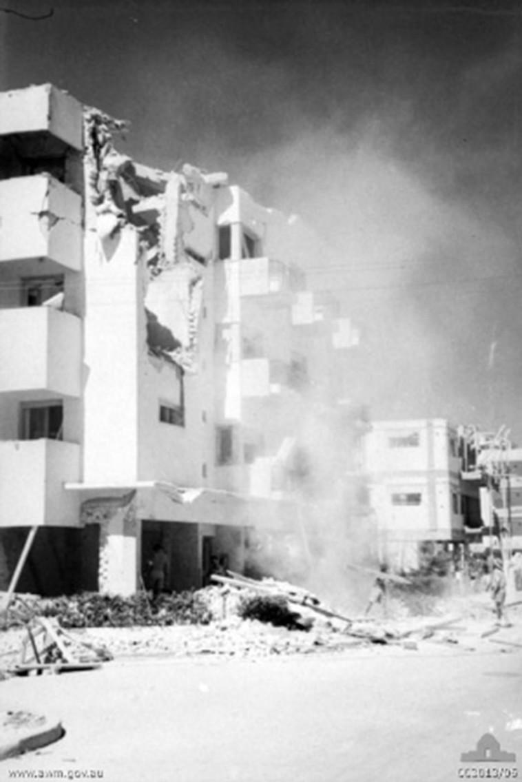 ההפצצה האיטלקית על תל אביב, 1940. צילום: Parer, Damien Peter