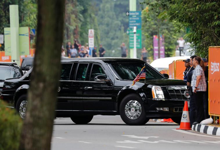 """טראמפ מגיע למלון """"קאפלה"""". צילום: רויטרס"""