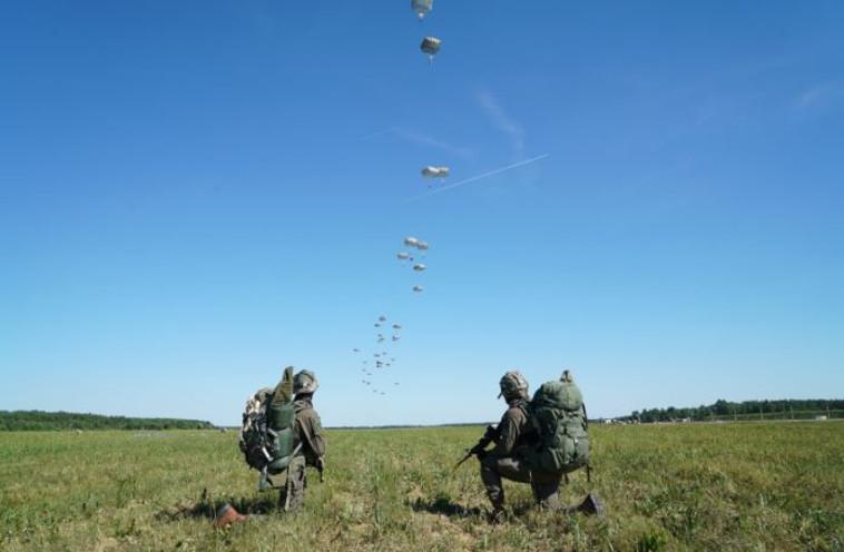 """חיילי צה""""ל על אדמת פולין. צילום: דובר צה""""ל"""