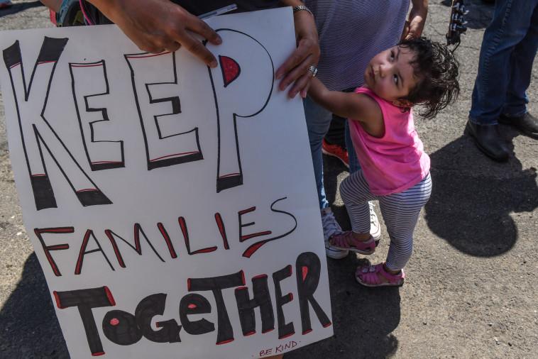 """הפגנה למען ילדי מהגרים בארה""""ב . צילום: רויטרס"""
