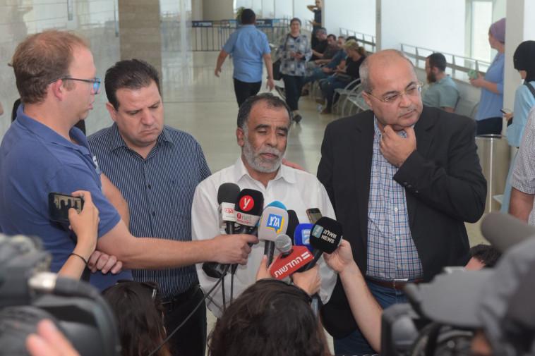אחמד טיבי, חוסין דוואבשה ואיימן עודה בבית המשפט בלוד, צילום: אבשלום ששוני