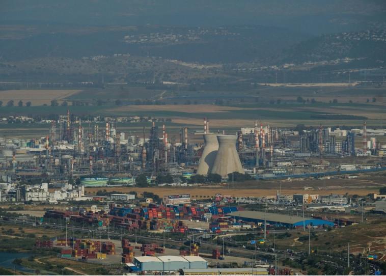 המפעלים המזהמים בחיפה. צילום: יניב נדב