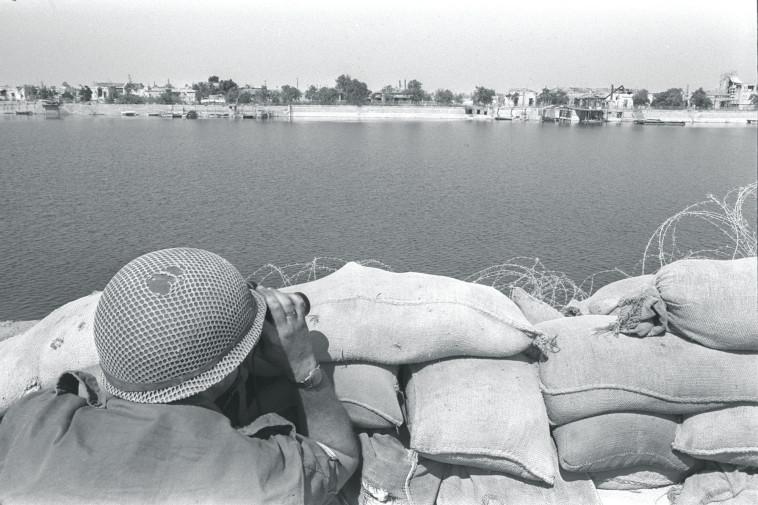 תצפיתן בתעלת סואץ, 1970, ארכיון (צילום: משה מילנר, לע''מ)