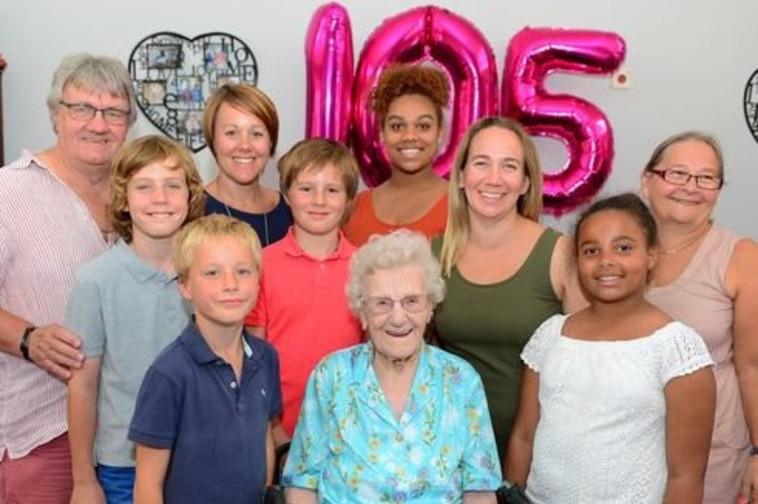 מזל טוב! אוליב ומשפחתה חוגגים ביום הולדתה