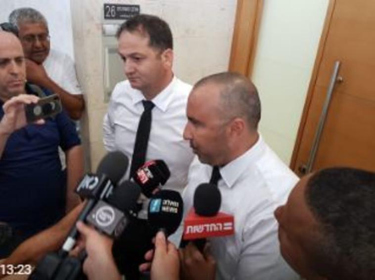 עורכי הדין של החשוד בבית המשפט. צילום: אלון חכמון