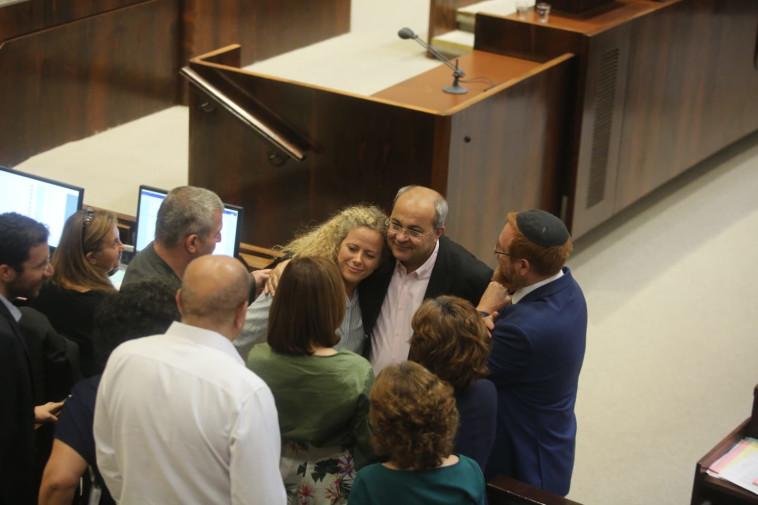 """חברי הכנסת מחבקים את ח""""כ נחמיאס ורבין. צילום: מרק ישראל סלם"""