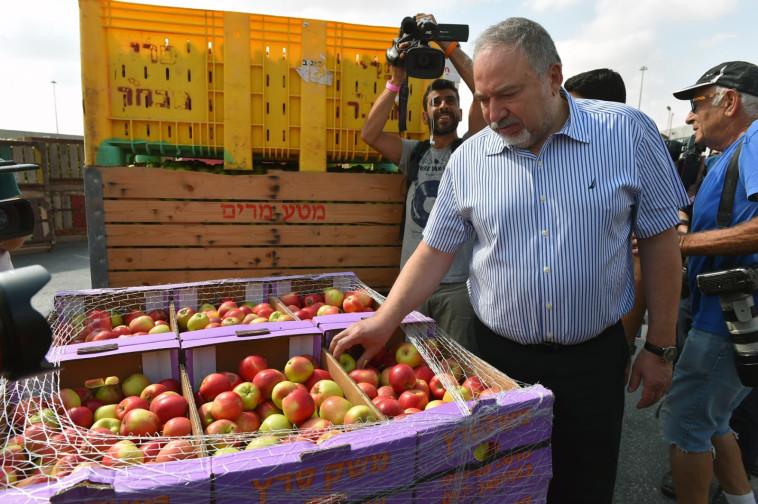 שר הביטחון בסיור בדרום. צילום: אריאל חרמוני, משרד הביטחון
