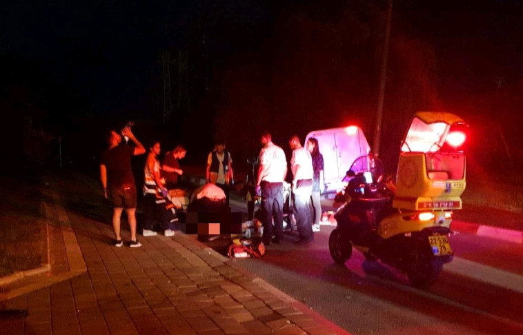 """תאונת דרכים בתל אביב. צילום: מד""""א"""