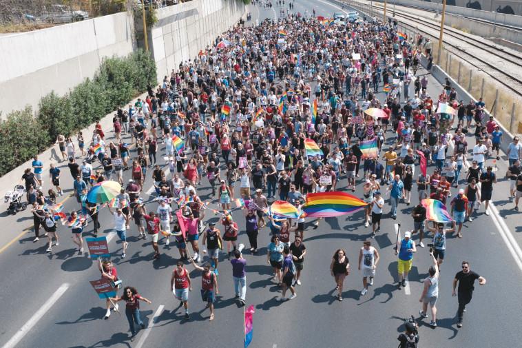 """הפגנת הלהט""""ב בנתיבי אילון. צילום: תומר נויברג, פלאש 90"""