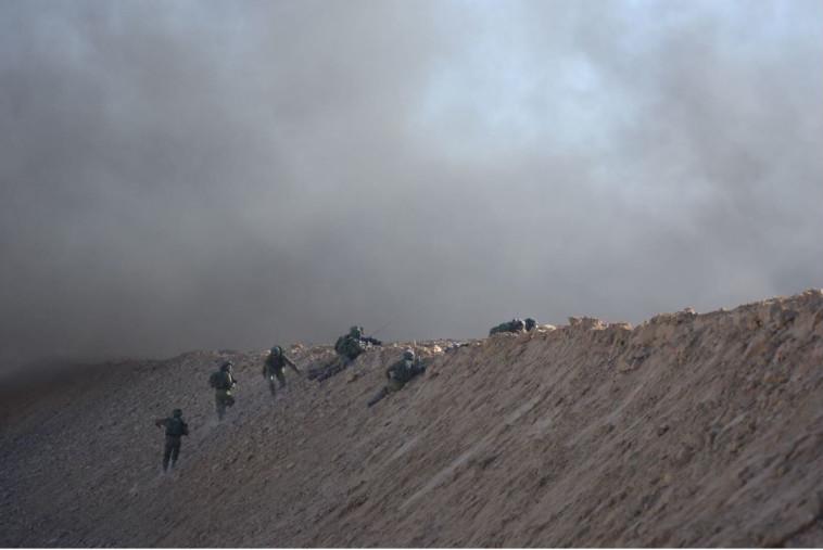 """חיילי צה""""ל בגבול רצועת עזה. צילום: דובר צה""""ל"""