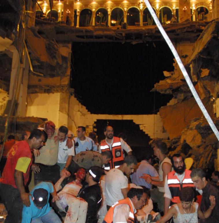 El colapso del piso en el desastre de Versalles en 2001 (Foto: Flash 90)