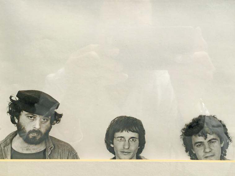 """אדם ברוך ז""""ל (משמאל) העורך המייסד, יחד עם סגניו מאיר אגסי ז""""ל (במרכז) ו-רינו צרור"""