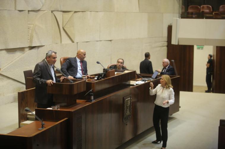השר אלקין עונה לחברי האופוזיציה. צילום: מרק ישראל סלם