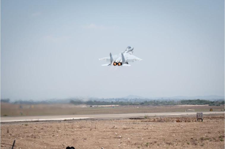 """מטוס קרב של חיל האוויר ממריא לתקיפה בעזה. צילום: דובר צה""""ל"""