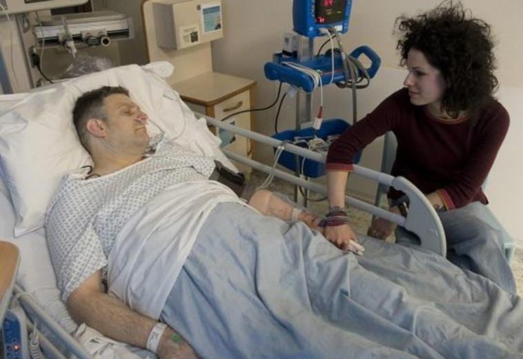 וורדל וזוגתו בבית החולים. צילום מסך